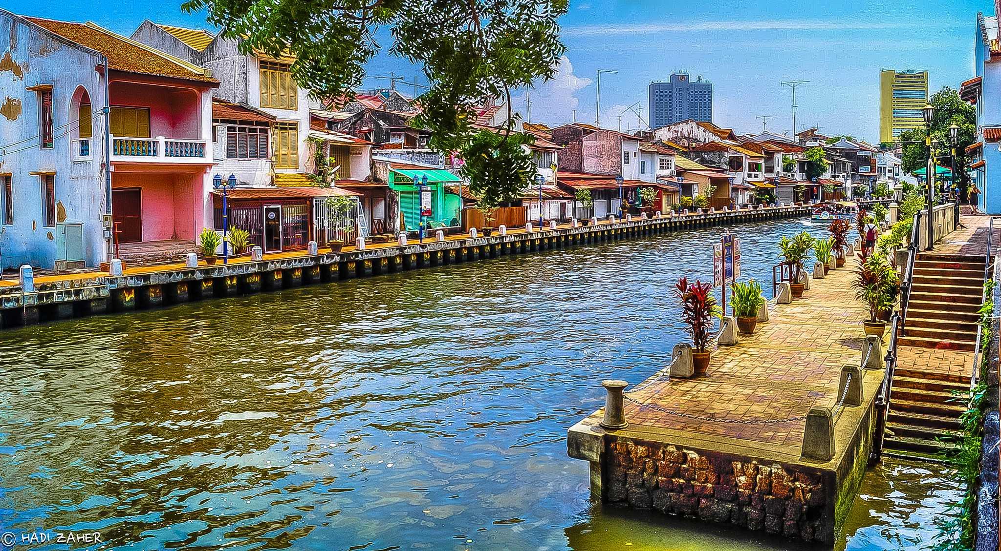 Malezya Malakka'da Nehir Kenarında bir İskele